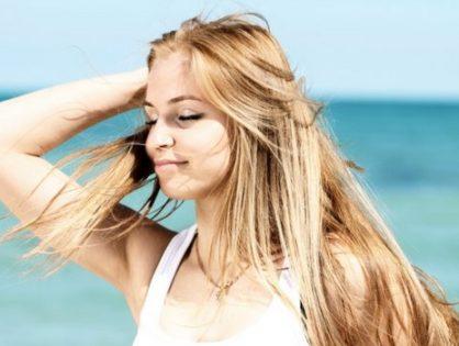 Protéger les cheveux contre les coups de soleil