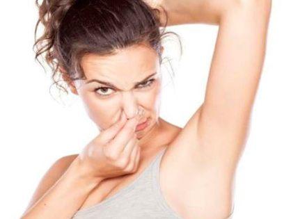 Voici comment finir définitivement avec les mauvaises odeurs corporelles